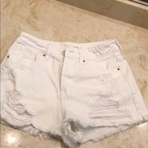 Pacsun White Mom Short with Distressing (size 5)